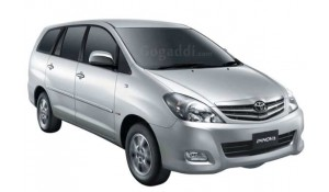 Toyota Innova 2012 2.5 G 8 STR BS-III