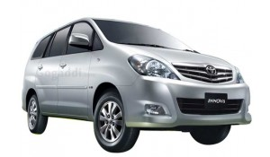 Toyota Innova 2012 2.5 E PS 8 STR BS-III